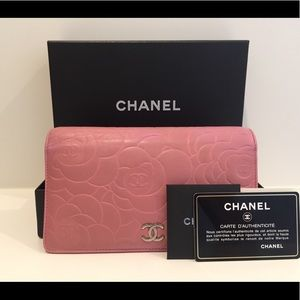 CHANEL Camellia Wallet-Pink